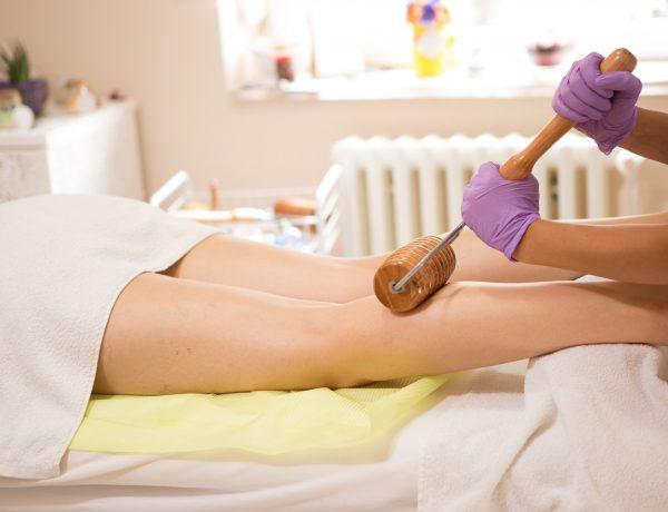 De fysiotherapeut als masseur thuis