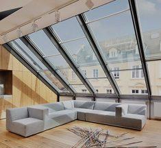 Wat zijn de voordelen van plexiglas ten opzichte van echt glas in een raam?