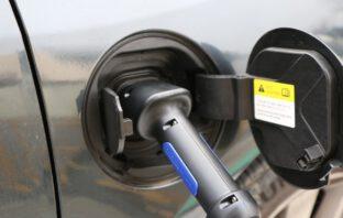 Zo werkt opladen elektrische auto